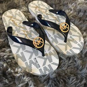 Michael Kors Womens MK Jet Set Flip Flop Sandals